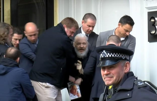 VIDEO: Julian Assange uhićen u ekvadorskoj ambasadi